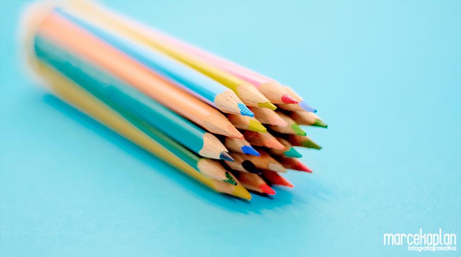 Lapices de colores en tono pastel - Marce Kaplan | Fotografía Creativa